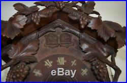 19thc carved wood cuckoo / Wachtel clock with wood mouvement 25.5 in