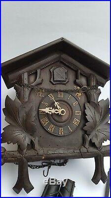 Antique Cuckoo Clock Original Schwarzwälder Cuckoo Clock Wood Carved
