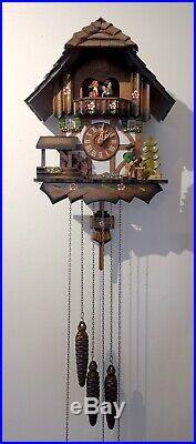 Beautiful vintage Anton Schneider Sohne Musical Cuckoo Clock, approx 35cm x 28cm
