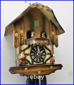 Gorgeous German Black Forest Music Dancers Mountain Chalet Serenade Cuckoo Clock